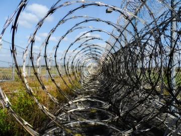 prison-fence-218456_960_720